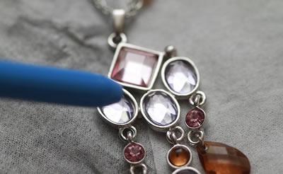 pulire gioielli con le pietre